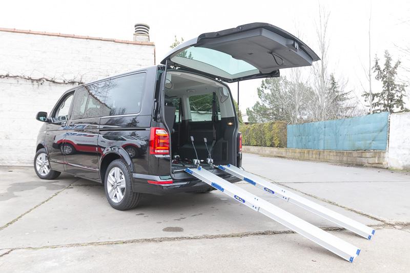 Rampa para acceso silla de ruedas a la conducción